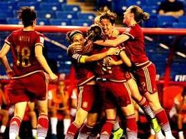 Las jugadoras de la selección española de fútbol femenino se abrazan tras lograr un gol. Twitter