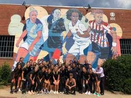 Las capitanas de los cuatro equipos destacan en el mural. Twitter/NCCourage