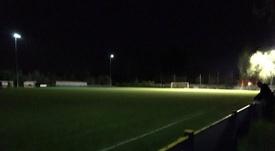 Un jugador apagó las luces del estadio sin querer. Twitter/SaracensFC