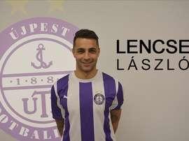 László Lencse posa ya con la camiseta de su nuevo equipo, el Újpest húngaro. Twitter