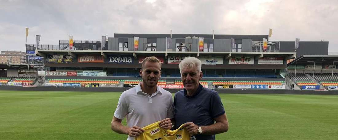 Laurens De Bock joins K.V Oostende on loan. Twitter/KVOostende