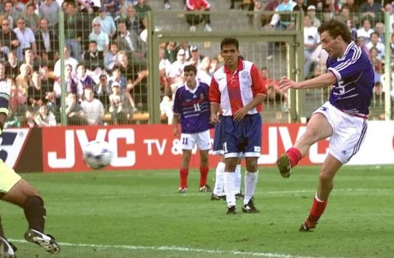 Laurent Blanc anotó el primer gol de oro de la historia. EFE