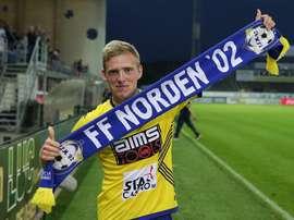 Laurent Jans, posando con una bufanda del Norden. FFNorden