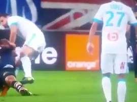 Lautoa sufrió una lesión en el partido ante el Marsella. Twitter