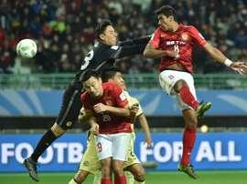 Le Brésilien Paulinho (N.8) inscrit de la tête le but de la victoire de Guangzhou Evergrande sur le Club America à Osaka. AFP