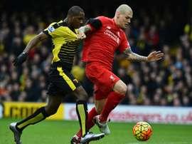 Le défenseur de Liverpool Martin Skrtel à la lutte avec l'attaquant de Watford Odion Ighalo. AFP