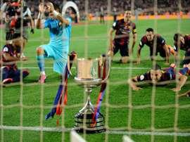 Le trophée de la Coupe du Roi, remportée par le FC Barcelone, le 30 mai 2015 au Camp Nou. AFP