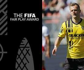 El holandés ayudó a salvar una vida. FIFA