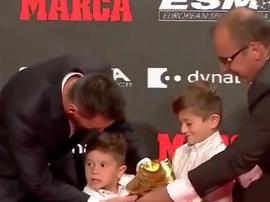 Messi a célébré son Soulier d'Or avec ses fils. Capture/FCBarcelona_es