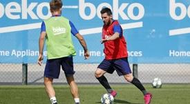 Messi recebe alta e viaja à Alemanha. Twitter/FCBarcelona_es