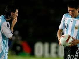 Messi y Riquelme comparten una gran amistad. EFE