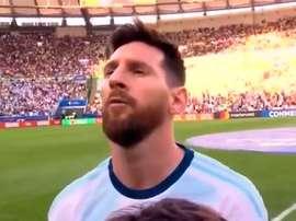 Cette fois-ci oui, Messi a chanté l'hymne. Captura/DAZN