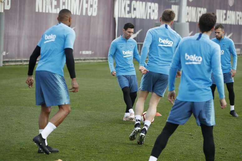 Messi appeared at training with a 'new look'.  Twitter/FCBarcelona_es