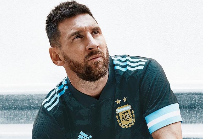 O bonito uniforme da Argentina para jogo contra o Brasil