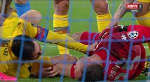 Messi sem querer machucou Ospina e viu o amarelo. Captura/ESPN2