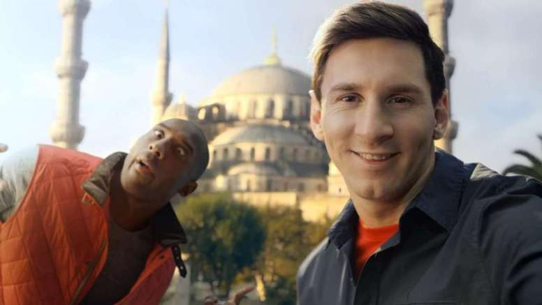 Lionel Messi pays tribute to NBA great. Turkish