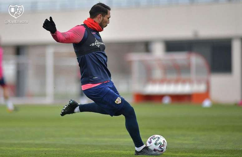 Ulloa sufrió una grave lesión. Twitter/RayoVallecano