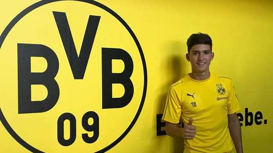 Leonardo Balerdi com a camisola do Borussia Dortmund. BVB