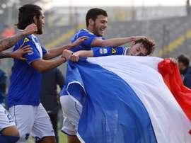 Leonardo Morosini celebra su gol con la bandera de Francia. Twitter