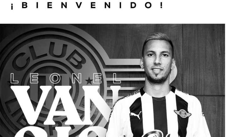 Leonel Vangioni jugó en el AC Milan en la temporada 2016-17. Twitter/ClubLibertad