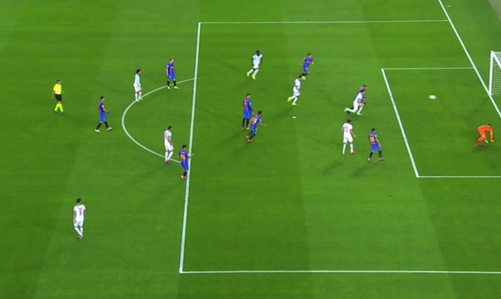 Lewandowski convirtió un rechace del palo en el 0-2 ¡con los tacos!. Captura/MovistarLigadeCampeones