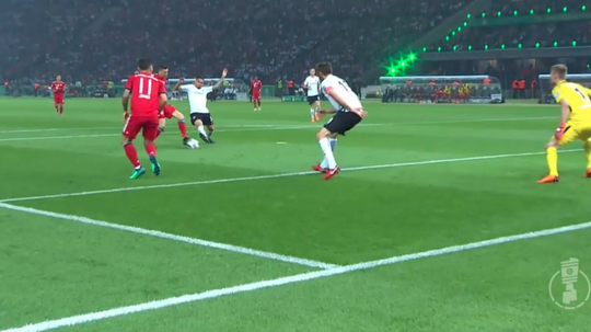 Lewandowski equalised for Bayern against Frankfurt. Twitter/ANGELDIAZ14