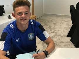 El centrocampista firmó por tres temporadas. SheffieldWednesday
