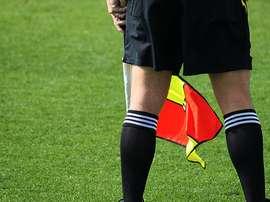 El acta del partido recoge que el aficionado se sacó el pene para golpear con él al linier.