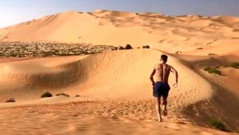 Llorente no desaprovechó la oportunidad para iniciar sus vacaciones en Emiratos. Twittter/marcosllor