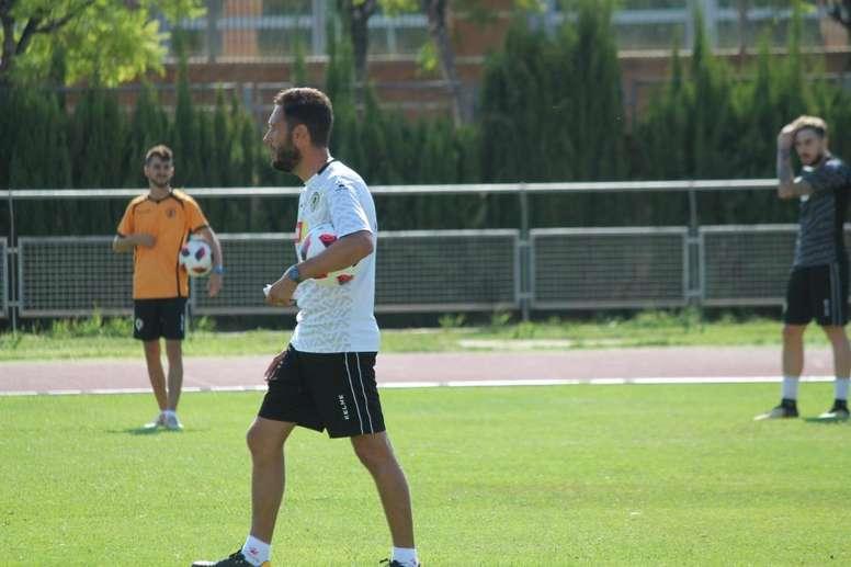 El técnico ha conseguido aguantar todo el curso al frente del equipo. Twitter/CFHércules