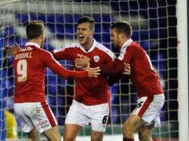 Long celebra un gol en un encuentro con el Barnsley. Twitter