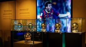 El sexto Balón de Oro de Messi ya luce en el museo del Barça. Twitter/FCBarcelona_es