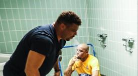 Ronaldo y Roberto Carlos, dos mitos del fútbol. Twitter/OierFano