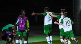 Afolabi es nuevo jugador del Celtic. Twitter/FAIreland