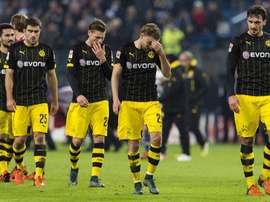 Los futbolistas del Borussia Dortmund se retiran cabizbajos del Imtech Arena tras caer con contundencia ante el Hamburgo. Twitter