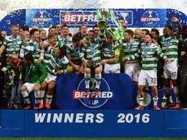 Los futbolistas del Celtic celebran la Copa de la Liga de 2016, ganada al Aberdeen. CelticFC