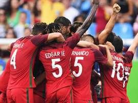 Los futbolistas del combinado olímpico portugués celebran la victoria ante Honduras en la segunda jornada del torneo de Río 2016. Twitter/SelecaoPortugal