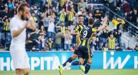 Soldado y Dirar sellaron la permanencia del Fenerbahçe. Twitter/Fenerbahce