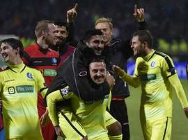 Los futbolistas del Gante celebran su agónico triunfo ante el Olympique de Lyon, que les permite soñar con los octavos de final. Twitter