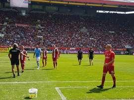 Au cas où vous n'y croyez pas, voici les tribunes pleines du stade de Kaiserslautern. Twitter/Rote_T