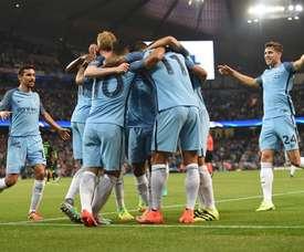 Los futbolistas del Manchester City celebran el tercer gol de Agüero ante el Borussia Mönchengladbach, en la primera jornada de la Champions League 2016-17. UEFA