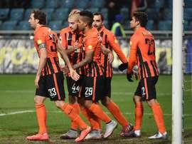 Los futbolistas del Shakhtar Donetsk celebran uno de los tres tantos marcados al Karpaty de Lviv en el encuentro de liga ucraniana que les enfrentaba. Twitter