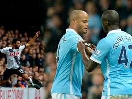 Los futbolistas Mousa Dembele, Vincent Kompany y Yaya Touré, los tres jugadores que más se lesionan de la Premier League. BeSoccer/AFP