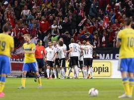 Los jugadores austriacos celebran uno de los tantos anotados esta noche a Suecia. Twitter