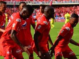 América de Cali ganó 2-0 a Deportivo Cali en un partido con cuatro expulsiones. AméricadeCali