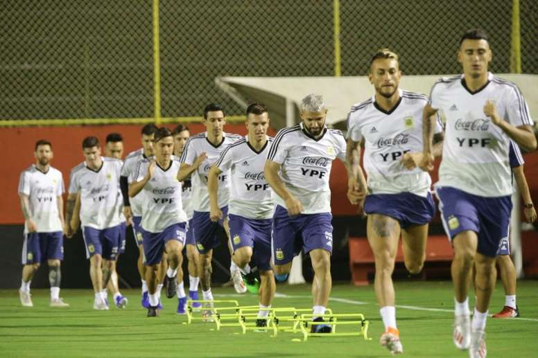 Argentina afina el toque antes de medirse a Colombia. EFE