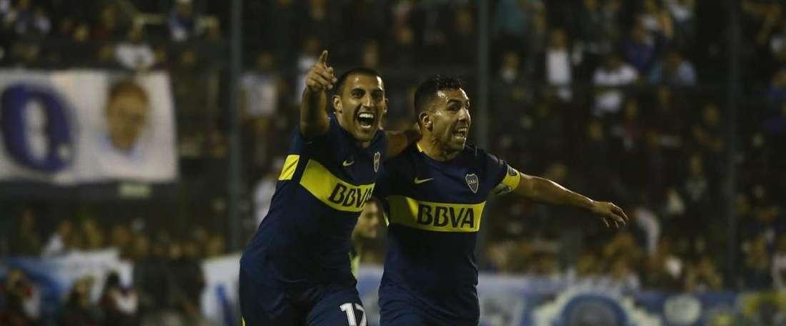 Ábila e Tevez comemorando um gol no jogo do título. BocaJuniors