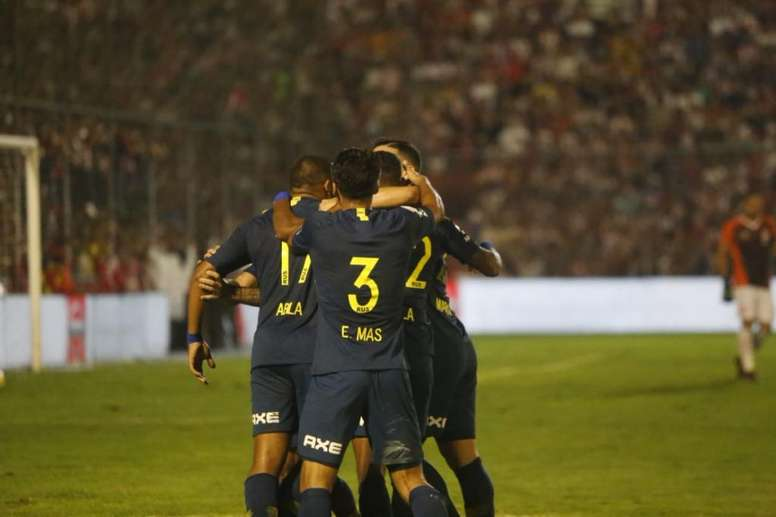 Boca Juniors se enfrenta a Atlético Paranaense: sólo un punto les separa. Boca