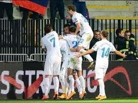 Los jugadores de Eslovenia celebran uno de los tantos anotados a San Marino. Twitter