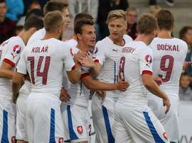 Los jugadores de la República Checa celebran uno de los tantos anotados a Letonia. Twitter